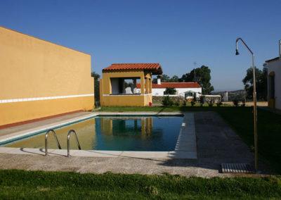 Barbacoa y Piscina Casa Rural La Cabra