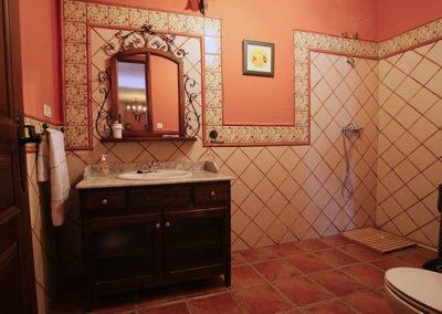 Baño salón planta baja Casa Rural La Cabra